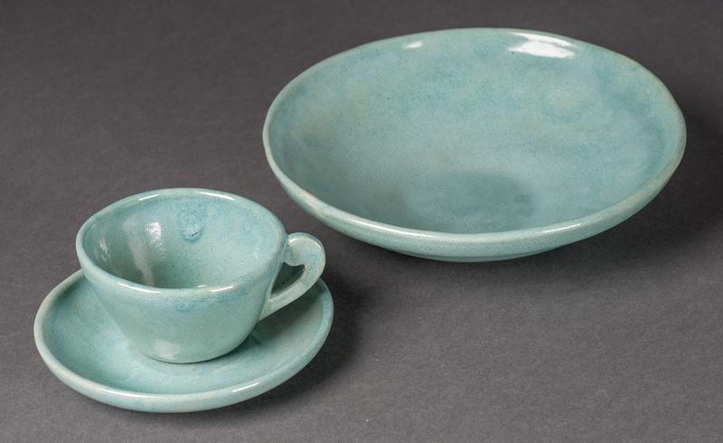 http://collections-01.oit.duke.edu/digitalcollections/exhibits/baskin/1900s/1927_hullhouse_DSC0833_pottery.jpg