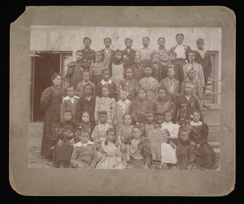 http://collections-01.oit.duke.edu/digitalcollections/exhibits/baskin/1800s/1896_AtlantaClassPortrait_baxst001116001_front.jpg