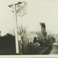 Oregon State Beavers outside the Carolina Inn in Chapel Hill, 1941
