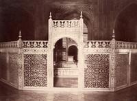 Agra, screen enclosing the sarcophagi in Taj Mahal <br />